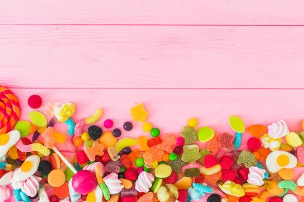 Pila de caramelos de gelatina de colores