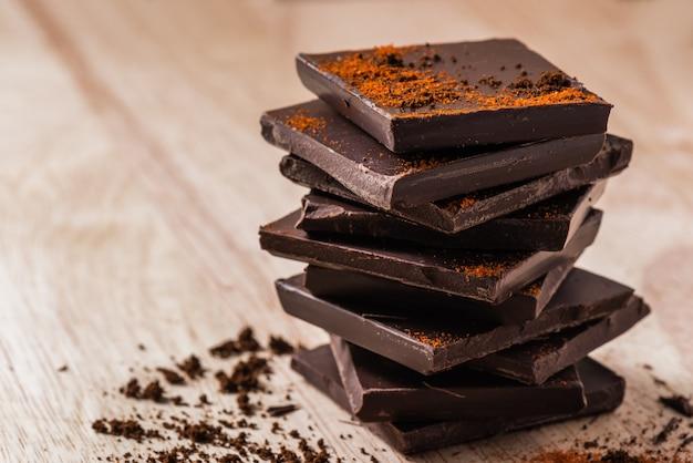 Pila de chocolate oscuro