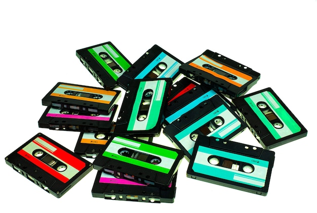 Pila de cinta de cassette compacta vintage, conjunto de cintas de audio antiguas de cerca