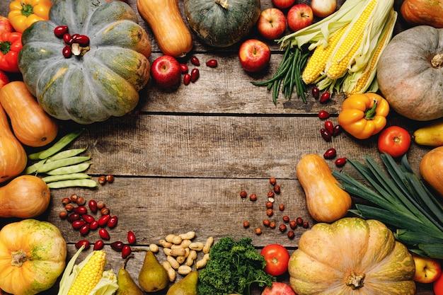 Pila de coloridas frutas y verduras