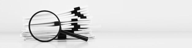 Pila de documentos en papel de informe con lupa