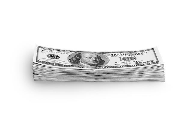Una pila de dólares empaquetados sobre un fondo blanco.
