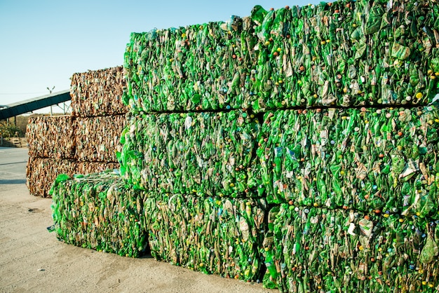 Pila de escombros para procesar en la planta