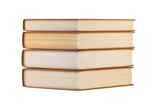 Pila de libros aislado en un blanco. educación