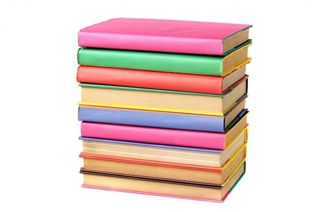 Pila de libros de aislar.