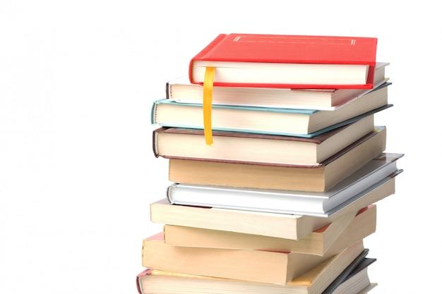 Pila de libros diferentes