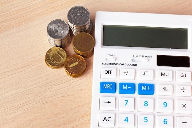 Pila de monedas de dinero creciente gráfico, negocio y concepto de dinero