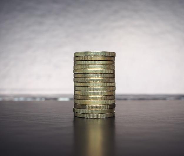 Pila de monedas de euro, fondo de la unión europea