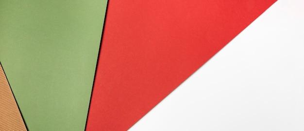 Pila de papeles de colores vista superior
