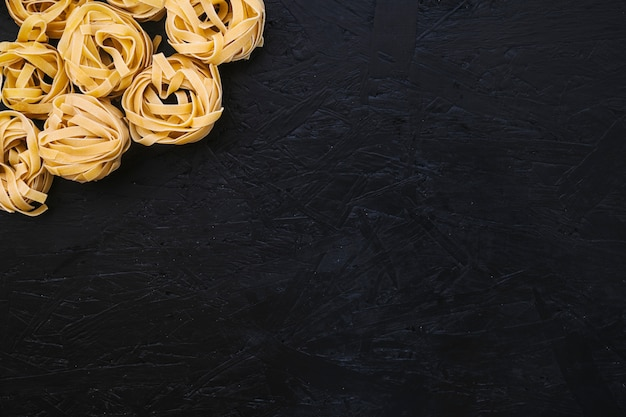 Pila de pasta cruda