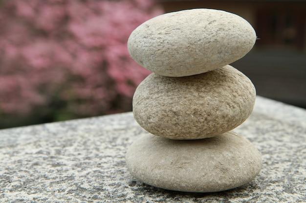Una pila de piedra