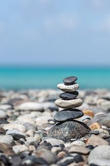 Pila de piedras equilibradas zen