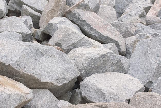 Pila de piedras grandes