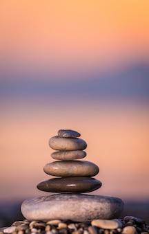Una pila de piedras puede crear una sensación encantadora.