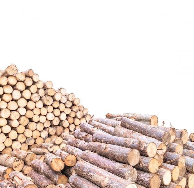 Pila del primer de madera aislada en el fondo blanco