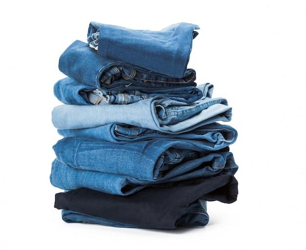 Pila de ropa en blanco, primer plano