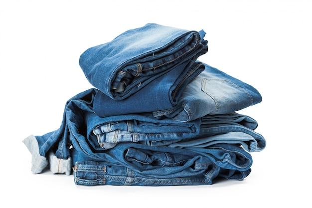 Pila de ropa en blanco