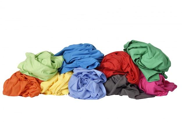 Pila de ropa sucia de lavanderia