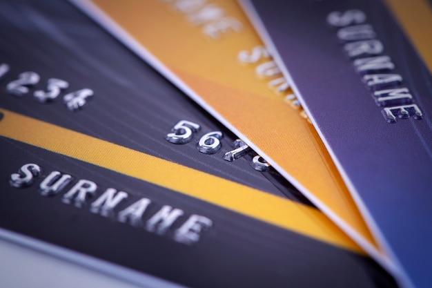 Pila de tarjeta de crédito cerca disparo, concepto de pago digital de negocios