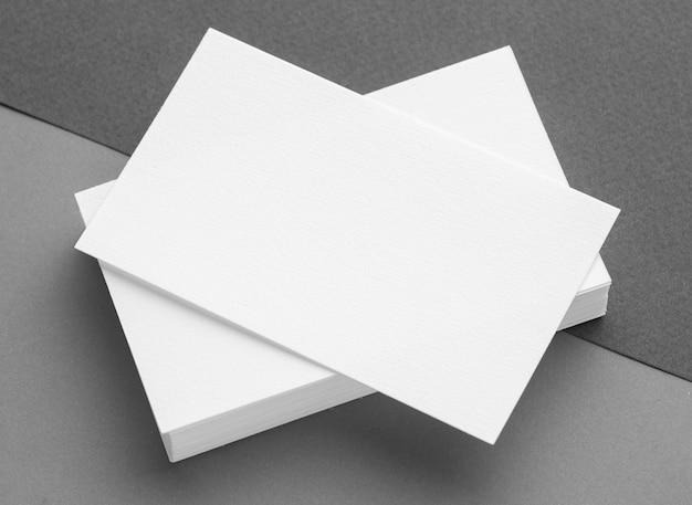Pila de tarjetas de visita de espacio de copia