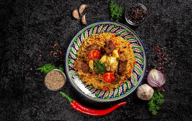 Pilaf nacional uzbeko con carne.