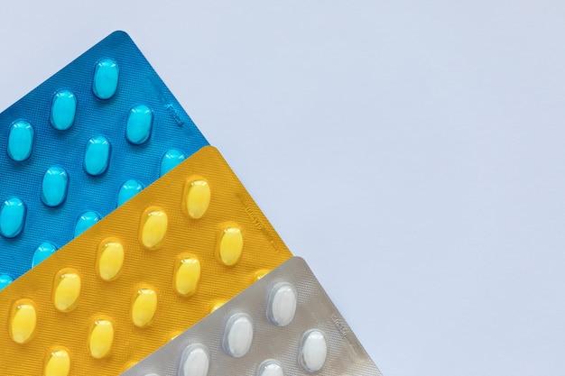 Píldoras de medicamentos en un blister.