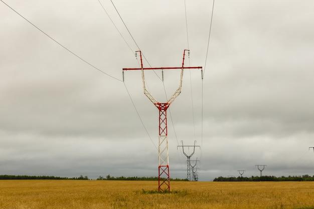 Pilón de transmisión de potencia de alto voltaje,