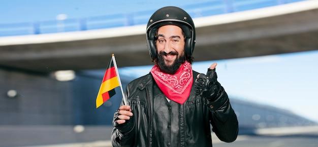 Piloto de moto con bandera de alemania.