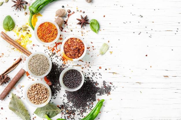 Pimienta en grano y especias indias