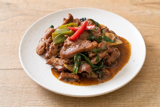 Pimienta negra salteada con pato - estilo de comida asiática