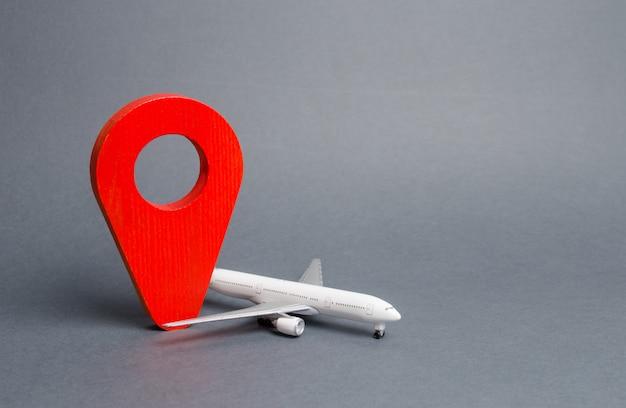 Pin rojo de la posición y el avión de pasajeros. viajes aéreos y turismo, viajes. punto de destino