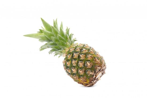 Piña aislado sobre fondo blanco. fruta jugosa