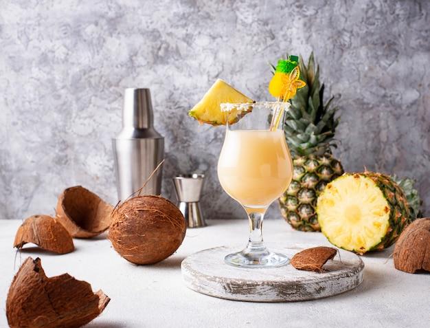 Piña colada. cóctel caribeño tradicional