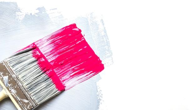Pincel y trazo rosa