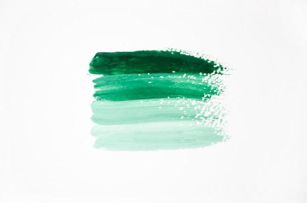 Pinceladas de color verde sobre fondo blanco