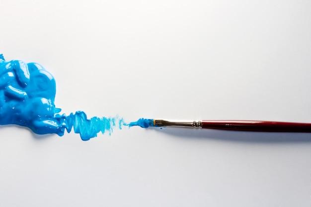 Pinceles con azul