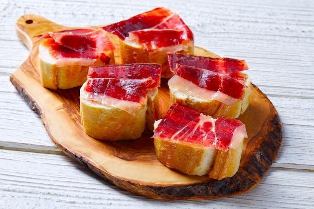 Pinchos de jamón ibérico de españa