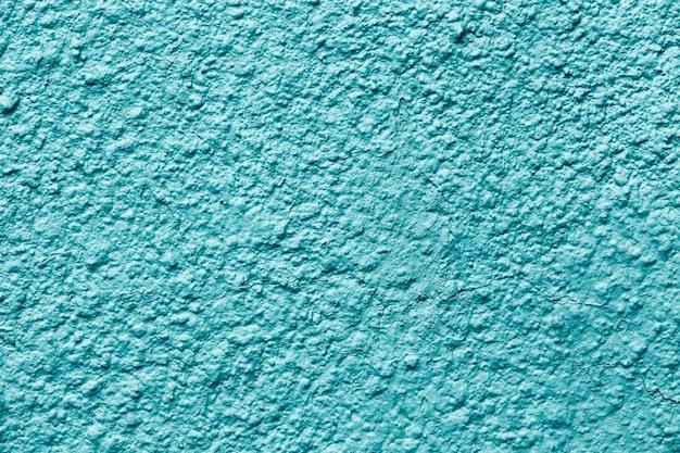 Pintado de azul fuera de la pared del edificio