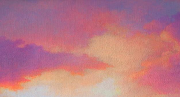 Pintando el fondo abstracto con el cielo suave texturizado después de puesta del sol
