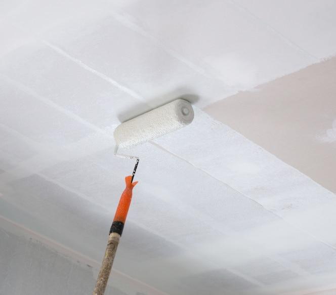 Pintar un techo de yeso con rodillo