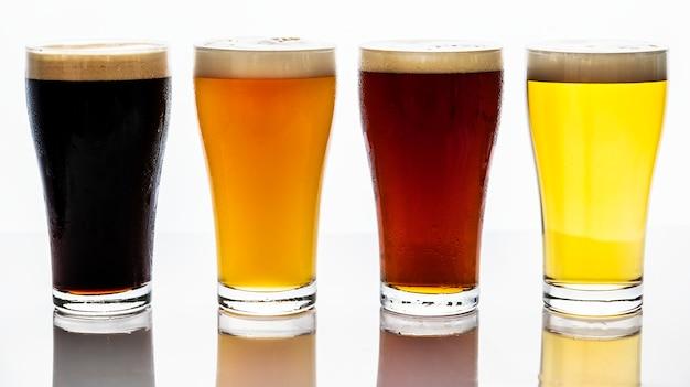 Pintas de cerveza de barril fotografía macro