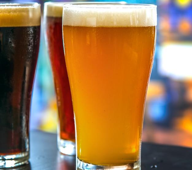 Pintas de cerveza de barril macro fotografía