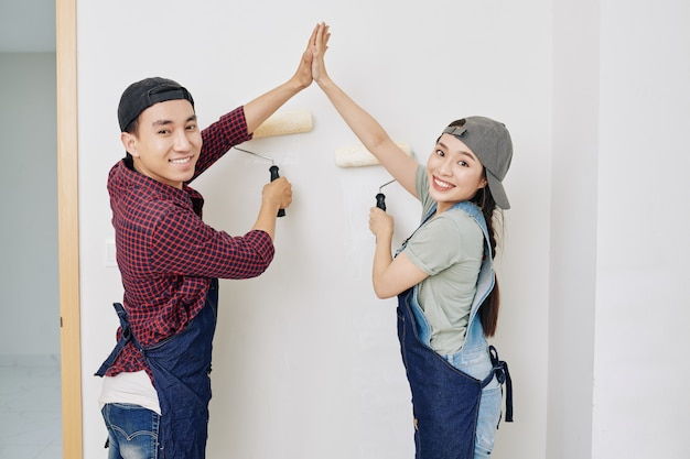 Pintores de paredes felices
