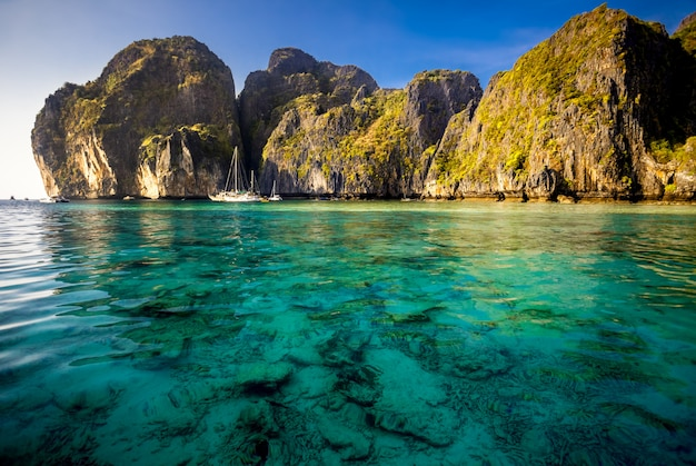 Pintoresco paisaje marino.