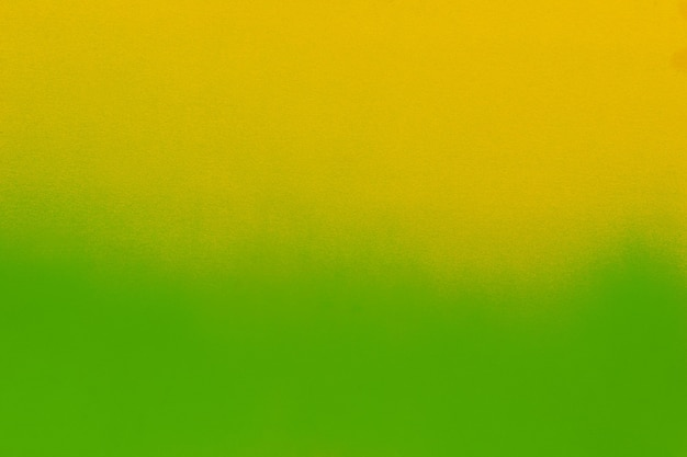 Pintura en aerosol verde sobre papel