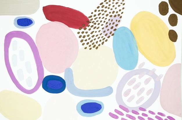 Pintura creativa con puntos y formas.