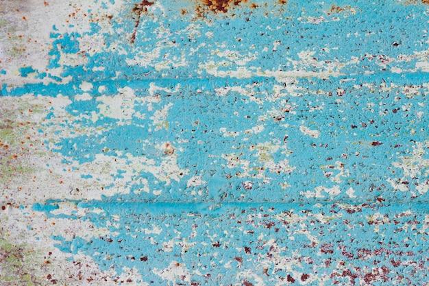 Pintura descascarada en primer plano de metal con espacio de copia. textura rugosa con pintura descascarada.
