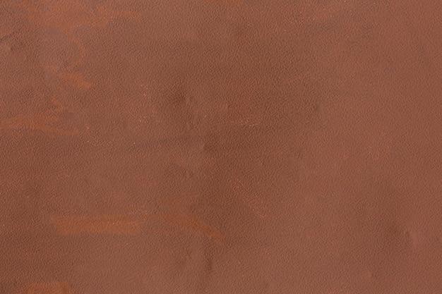 Pintura gruesa sobre superficie metálica.