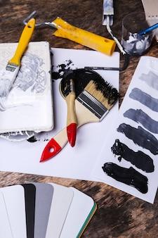 Pintura negra sobre la mesa