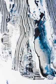 Pintura con textura crema sobre fondo transparente, obra de arte abstracto.